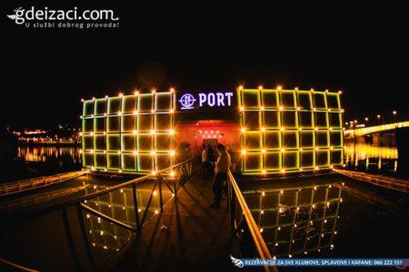 splav port docek nove godine 2